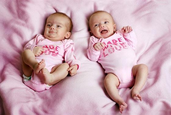 Jednovaječná dvojčata - Vše o zdraví
